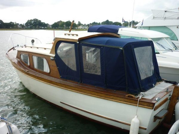 Latham 23 classic motor boat for sale for Vintage motor yachts for sale