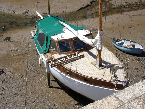 Single engine Cabin Cruiser wooden motor yacht for sale