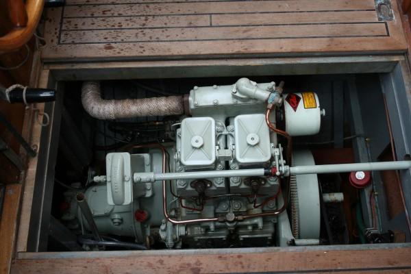9 ton Hillyard Sloop