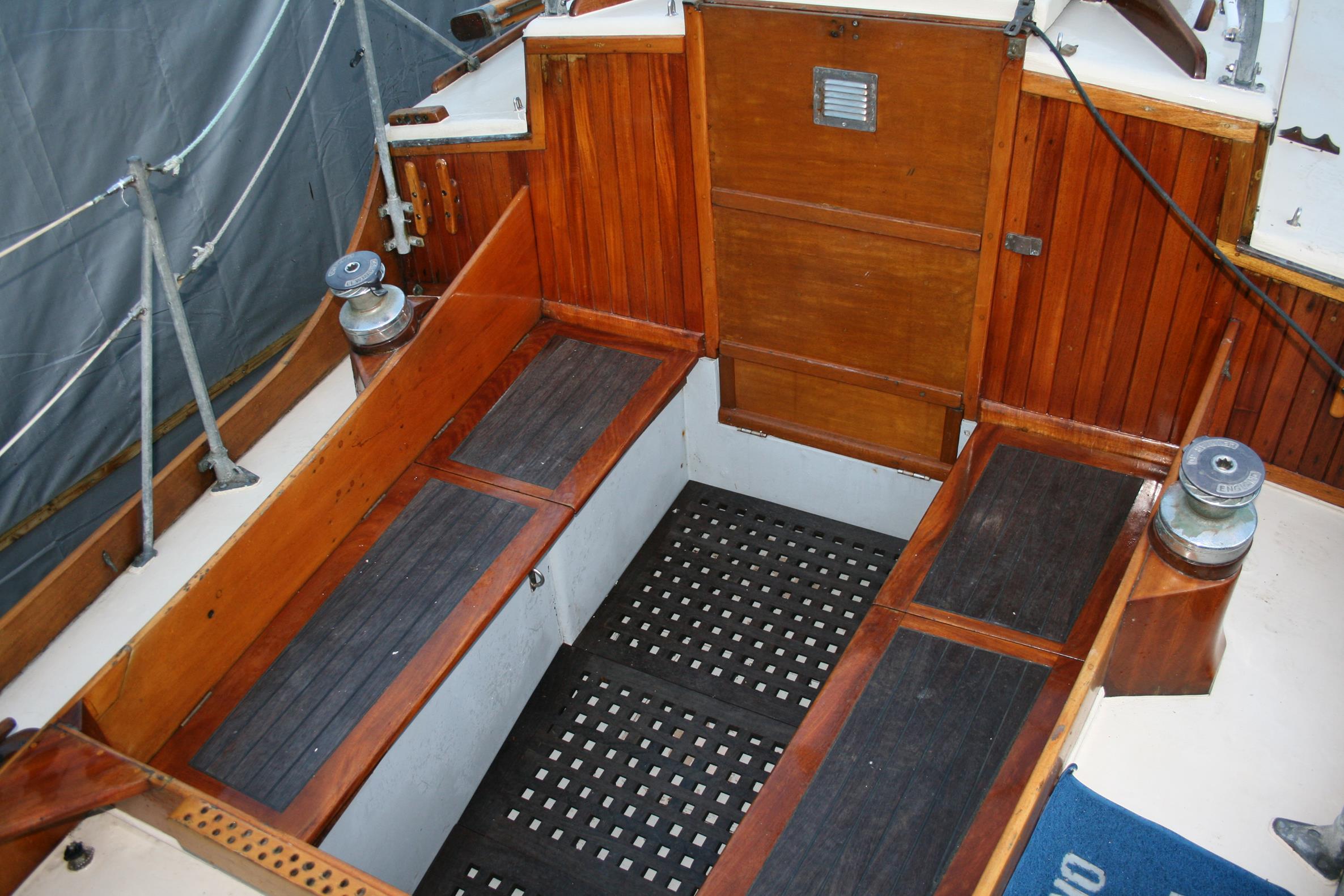 Lone Gull 11 Bermudan Cutter Wooden Ships