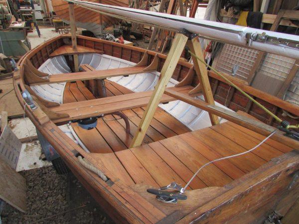 Clinker sailing dinghy